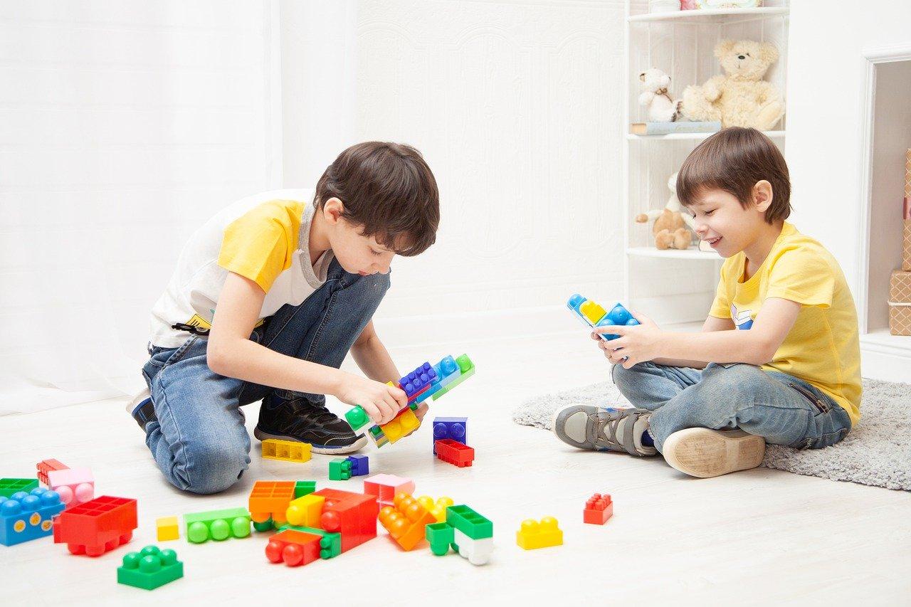 Como trabalhar em casa e cuidar dos filhos? Um problema da quarentena.